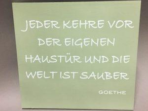 Holzschild Jeder kehre Goethe grün