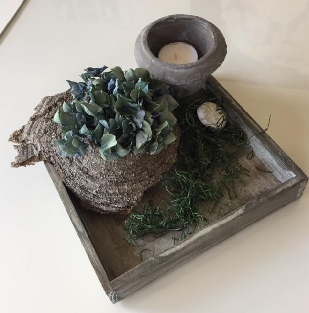 Gesteck Hortensie Baumrinde Teelicht