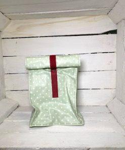 Lunchbag grün Punkte weiß klein Klett dunkelrot vorne